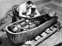 Arkeologer åpner kisten til Tuthankamon
